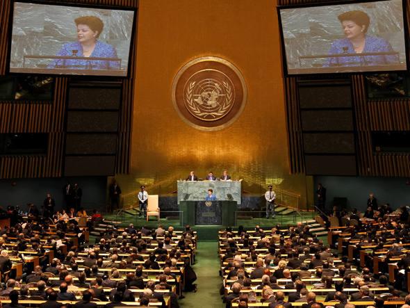 Dilma defende uso de redes sociais