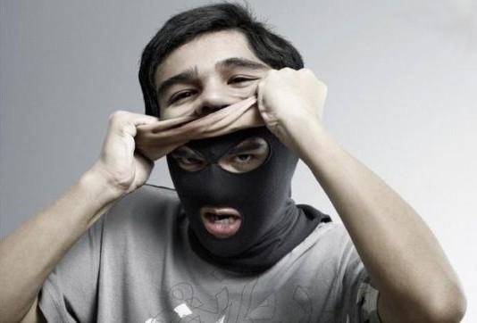 No Brasil, criar um perfil falso é considerado ato um ilícito?