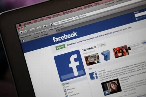 Facebook lança recurso Recommendations Bar. Você deve ficar preocupado?