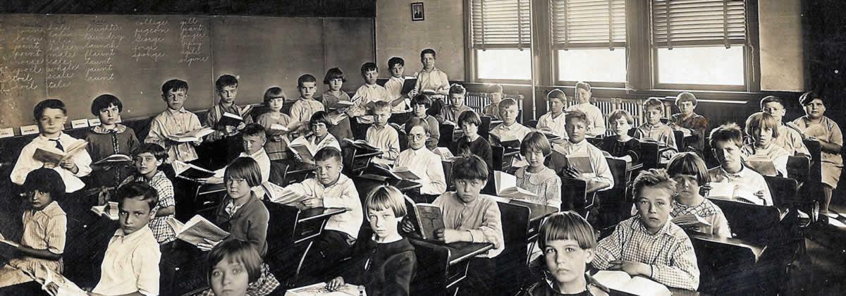 Como as escolas devem conscientizar o uso da Internet e qual seu limite?